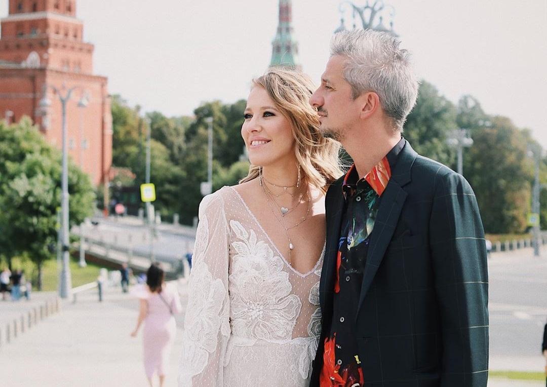 Венчание, три сотни гостей, катафалк и карета: как проходит свадьба Ксен...
