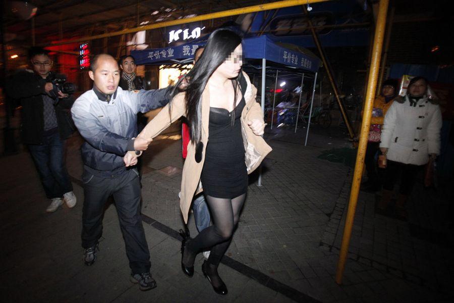 Китай может декриминализировать проституцию, - СМИ
