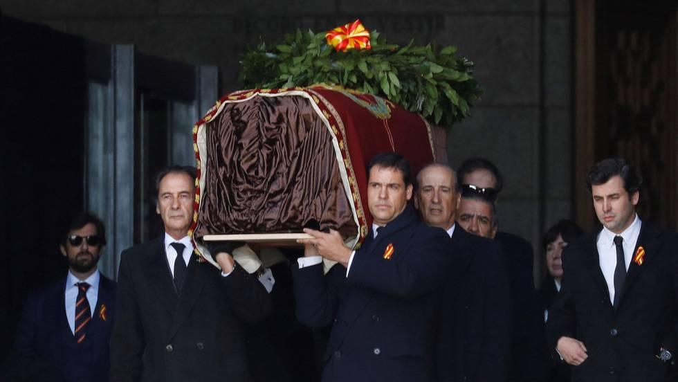 В Испании эксгумировали останки диктатора Франсиско Франко