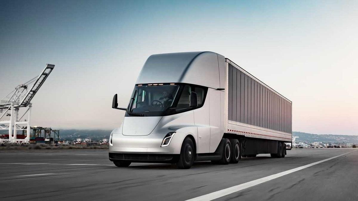 Tesla получила крупный заказ на 130 электрогрузовиков: модель Semi поста...