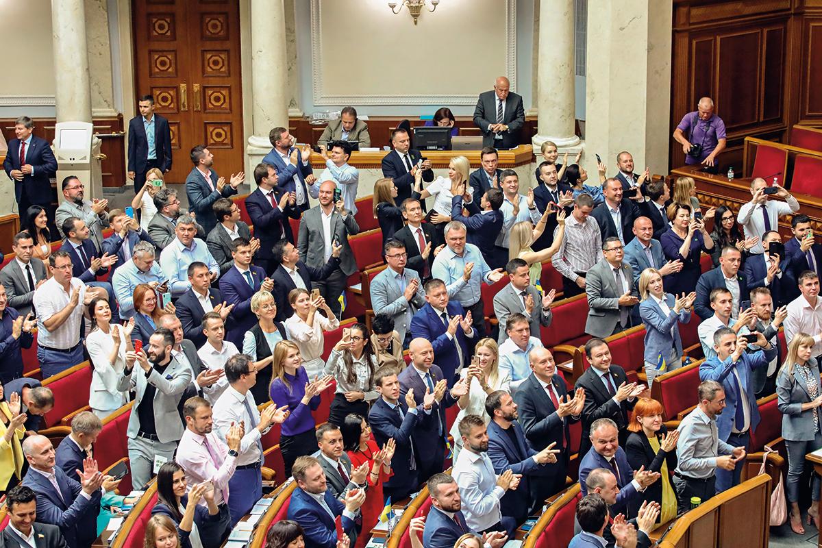Соблазняющая беззащитность. Зачем Зеленскому нужны депутаты без неприкос...