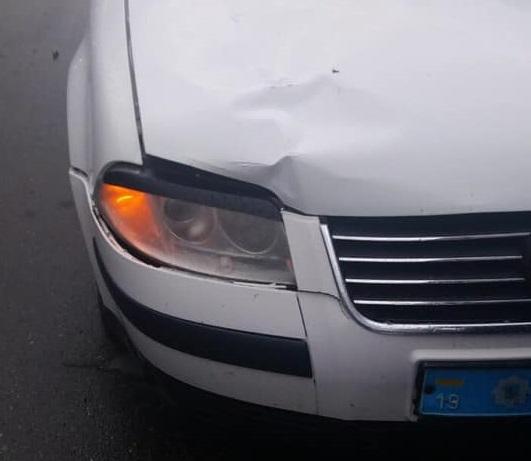 В Конотопе полицейский автомобиль сбил ребенка на пешеходном переходе