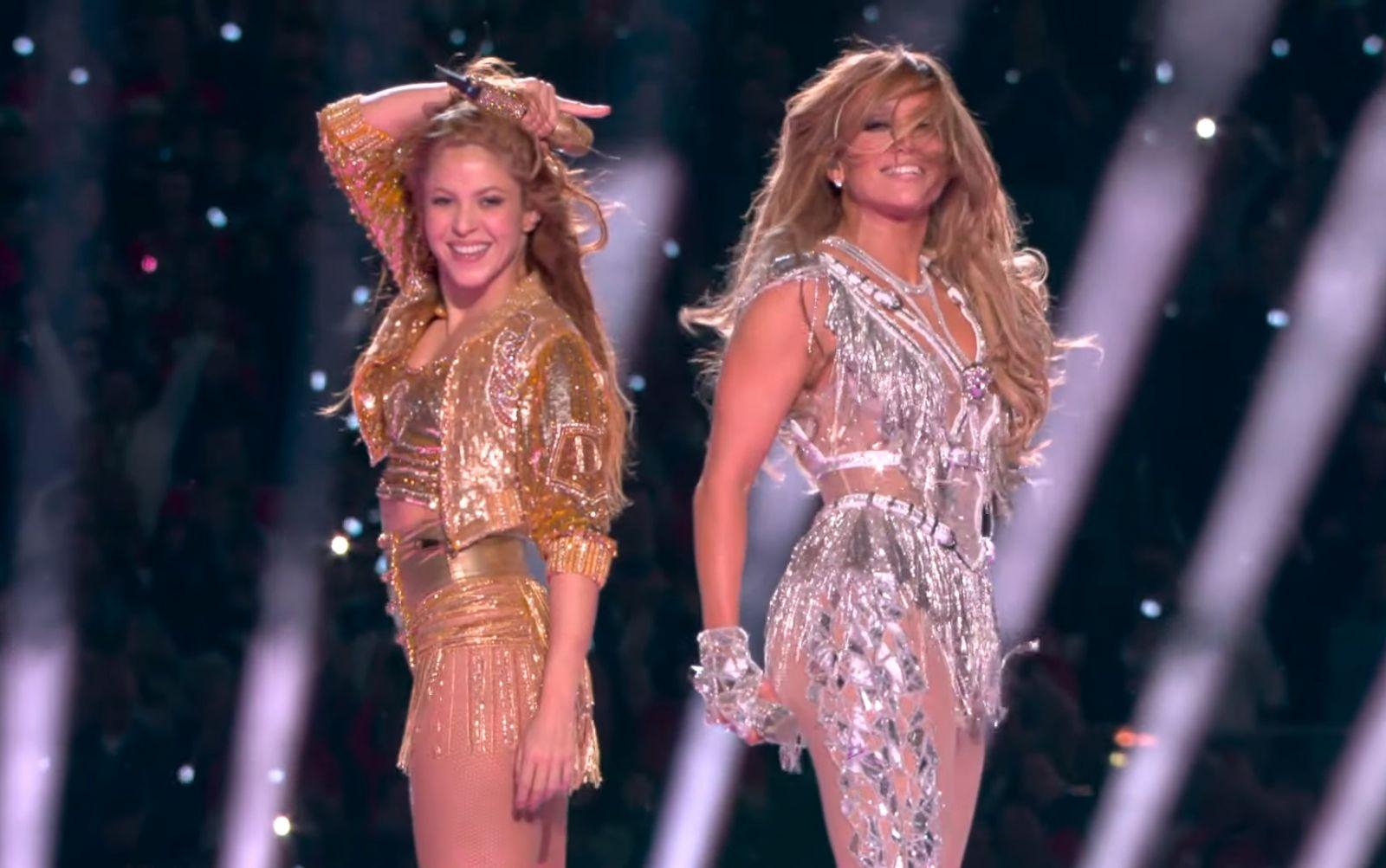 Выступление Джей Ло и Шакиры на Super Bowl: язык последней стал мемом