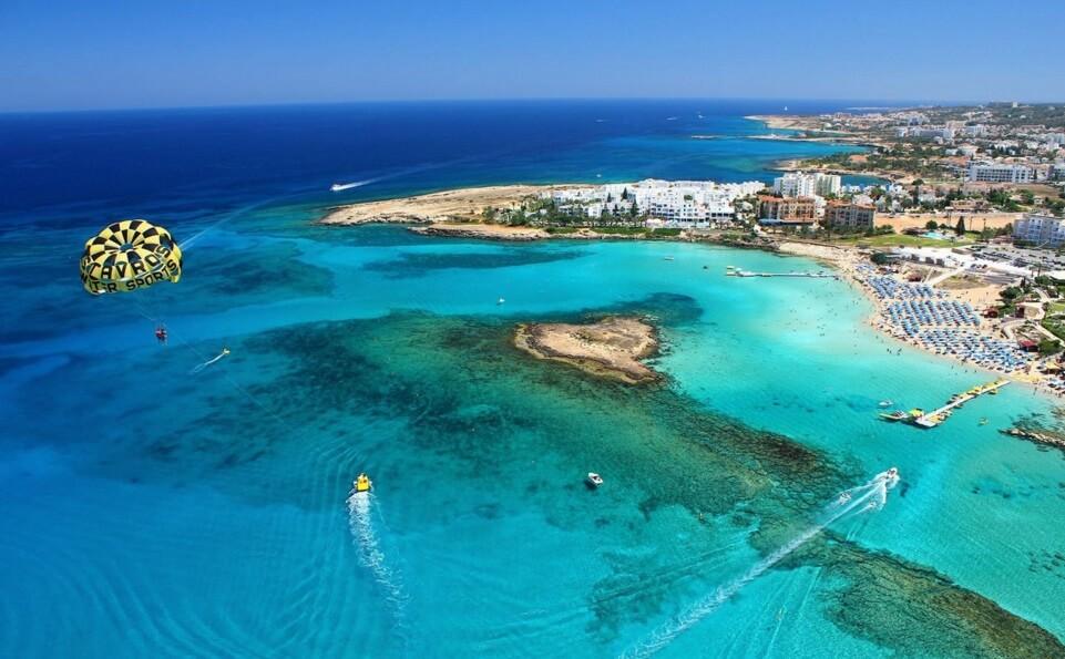 Кипр пообещал бесплатно лечить зараженных коронавирусом туристов
