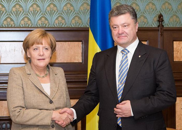 Порошенко обсудил с Меркель ситуацию в акваториях Азовского и Черного мо...