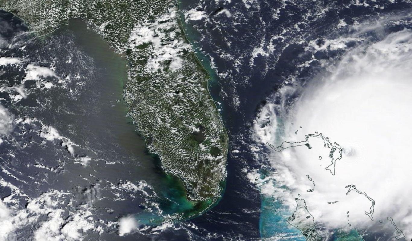 """Гром в раю. Что известно об урагане """"Дориан"""", разоряющем Багамы и грозящ..."""