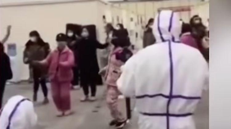 Дискотека против коронавируса: врачи в Ухане станцевали для своих пациен...