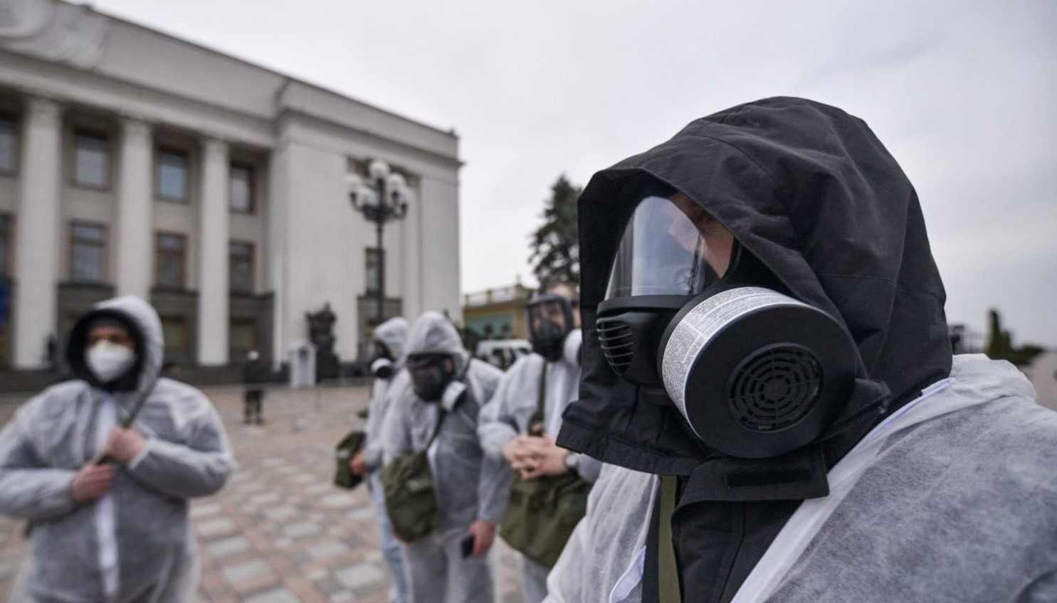 Перед заседанием Рады раздадут маски и перчатки. Думают над очками, — де...