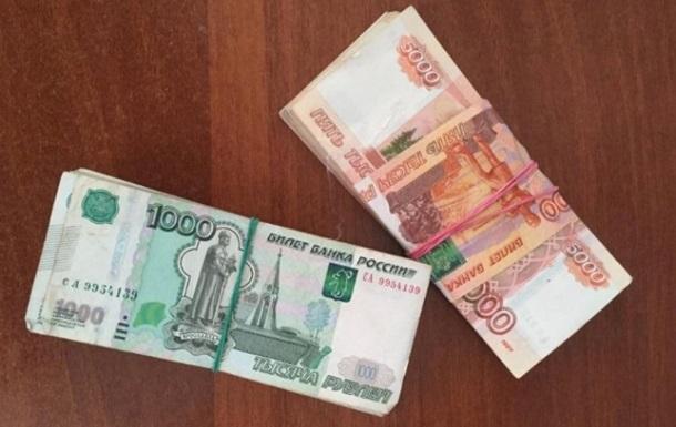 Украинец пытался провезти в Россию миллион рублей в ботинках
