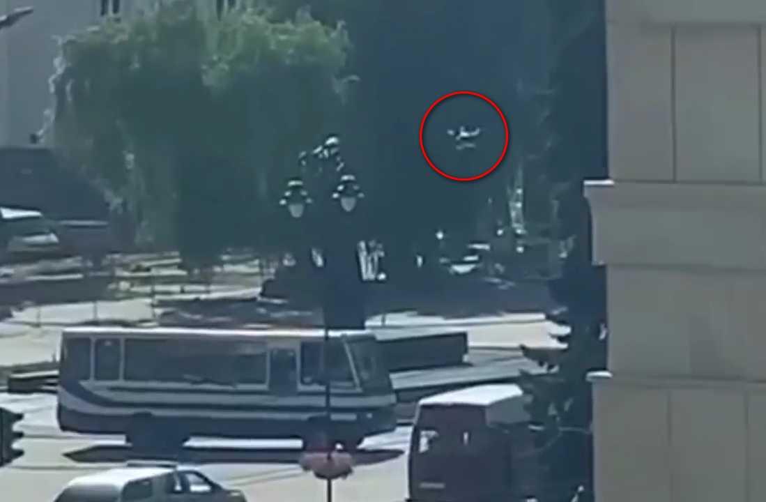 Луцкий террорист стреляет по полицейскому квадрокоптеру и бросает в него...
