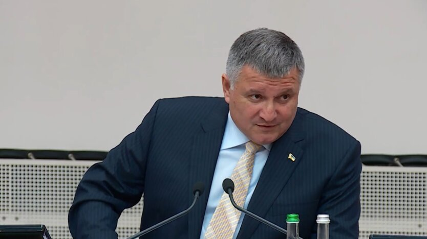 """Аваков назвал Фокина """"мерзавцем"""" и призвал """"гнать на пенсию"""" из-за его в..."""