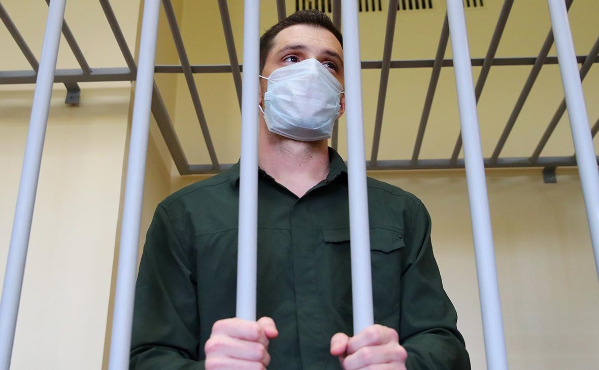 Российский суд приговорил к 9 годам американца за нападение на полицейск...