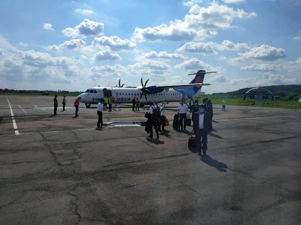 В Ужгород на чартерном рейсе прибыли хасиды из Израиля