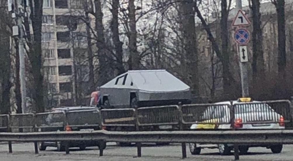 На улицах Киева заметили Tesla Cybertruck, которой еще нет в продаже