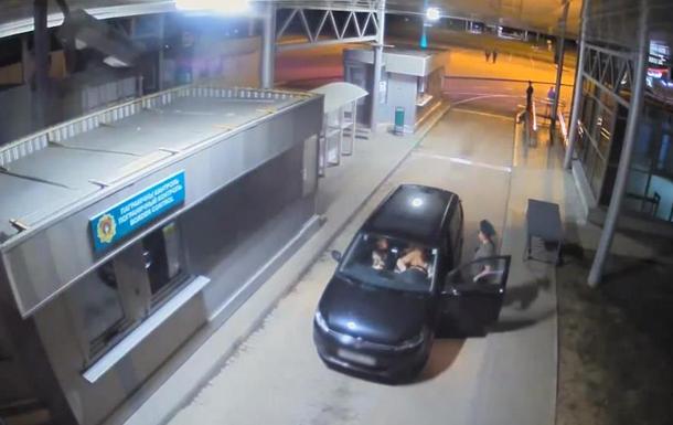 Погранслужба Беларуси опубликовала видео выезда Тихановской из страны