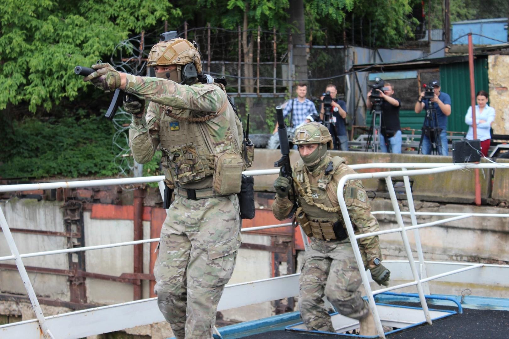 Украинские пограничники провели учения на американских катерах