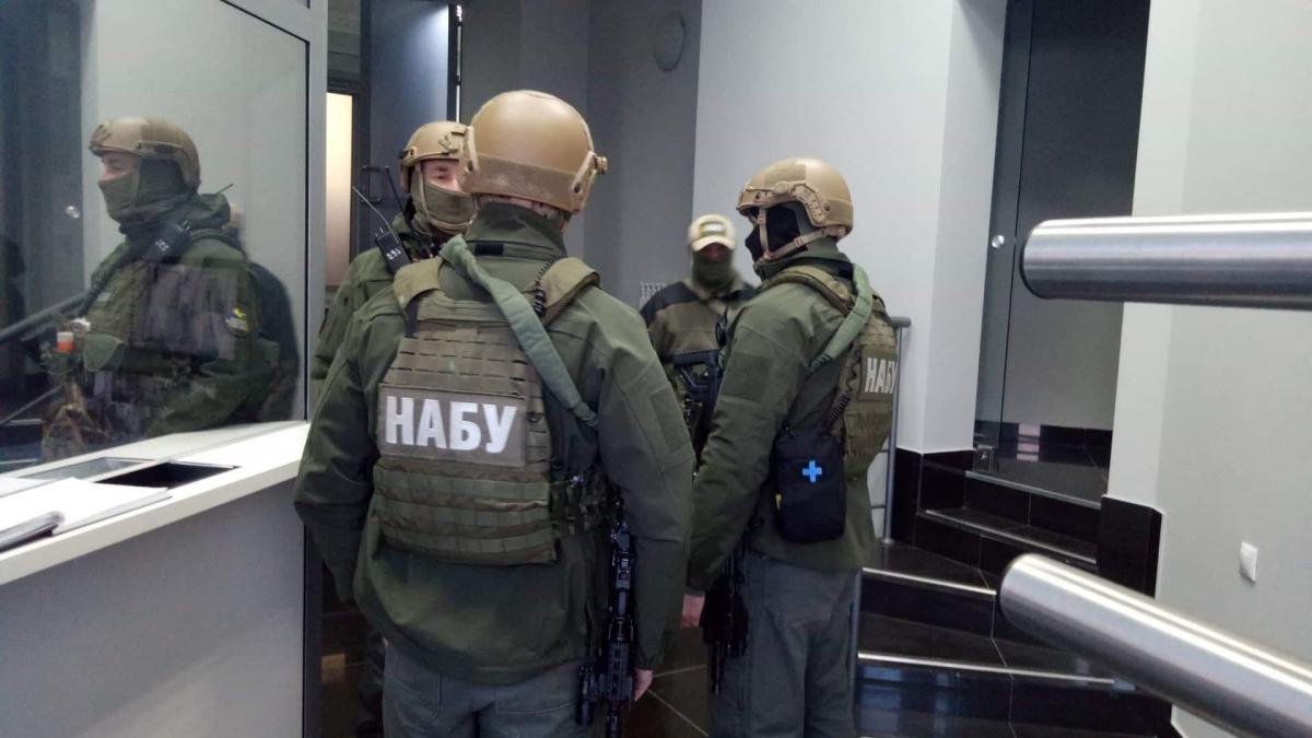 """Показательные выступления. С чем связаны обыски у Порошенко и офисе """"Евр..."""
