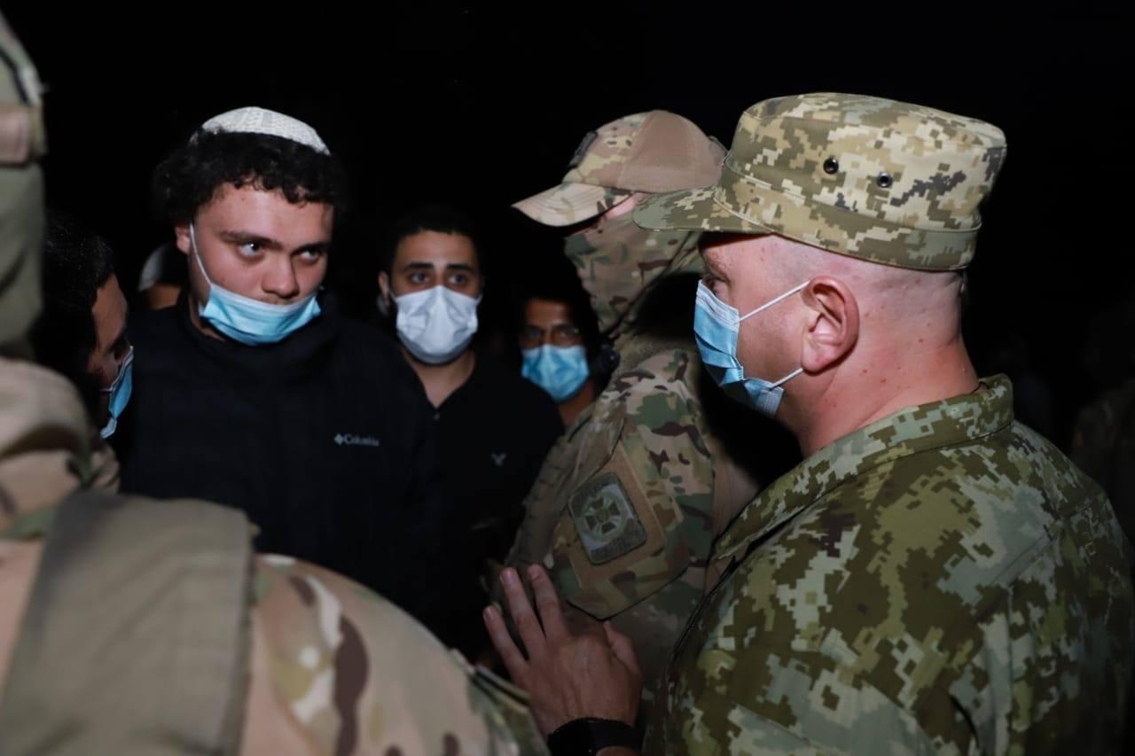 Столпотворение хасидов на границе с Украиной. Теперь за паломников вступ...