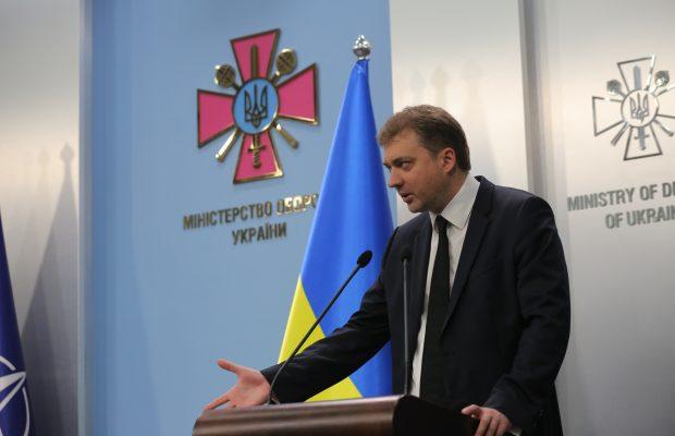 Угрозы вторжения России с юга в ближайшее время нет, – министр обороны