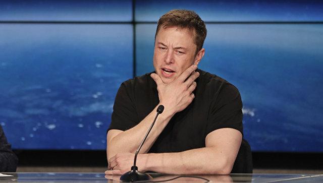 Илон Маск за день потерял почти $14 млрд, а Tesla выпала из топ-500