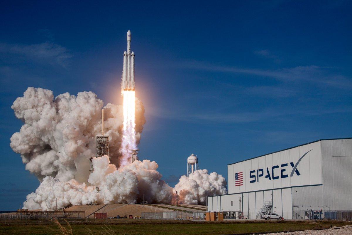 SpaceX попробует сажать ступень ракеты с помощью гигантского воздушного...