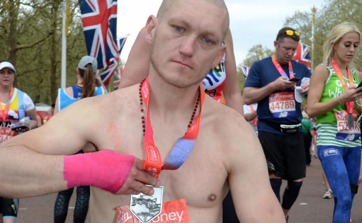 В Британии отправили в тюрьму бездомного, пробежавшего Лондонский марафо...
