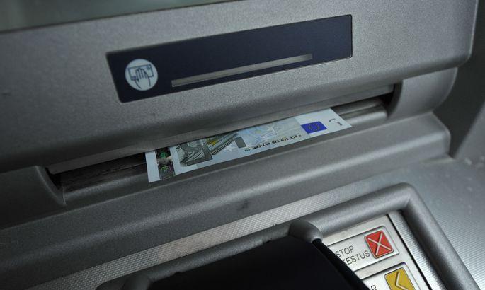 Германии из-за забастовки инкассаторов грозит дефицит наличности в банко...