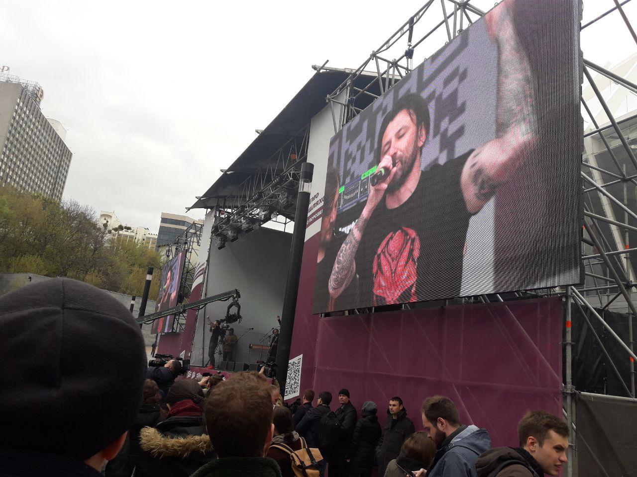 """На митинг Порошенко под НСК """"Олимпийский"""" пришли 5 тысяч человек, – поли..."""