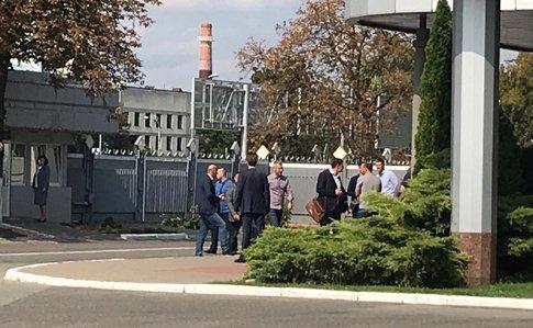 Зеленский, Богдан и Баканов приехали встречать моряков и политзаключенны...