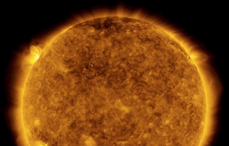 Крупнейшая вспышка на Солнце с 2017 года: магнитные полюса звезды могли...