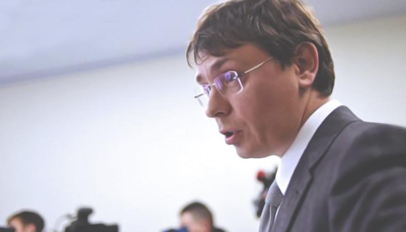 В САП объяснили, как Крючков смог улететь в Германию