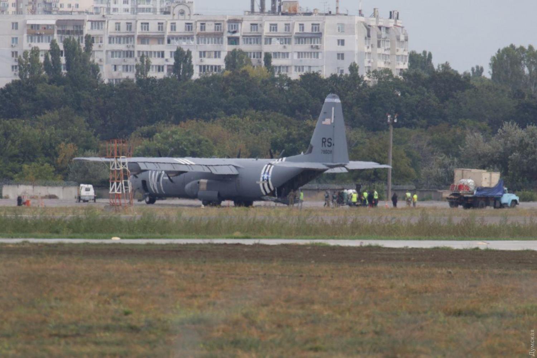 В Одессе аварийно сел военный самолет США, – СМИ