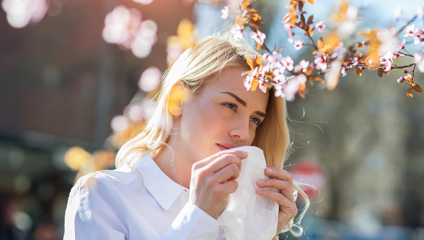 Пустить пыльцу в глаза. Чем лечили сезонную аллергию в древности и как б...