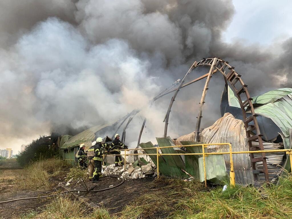 Масштабный пожар в Буче: горят склады
