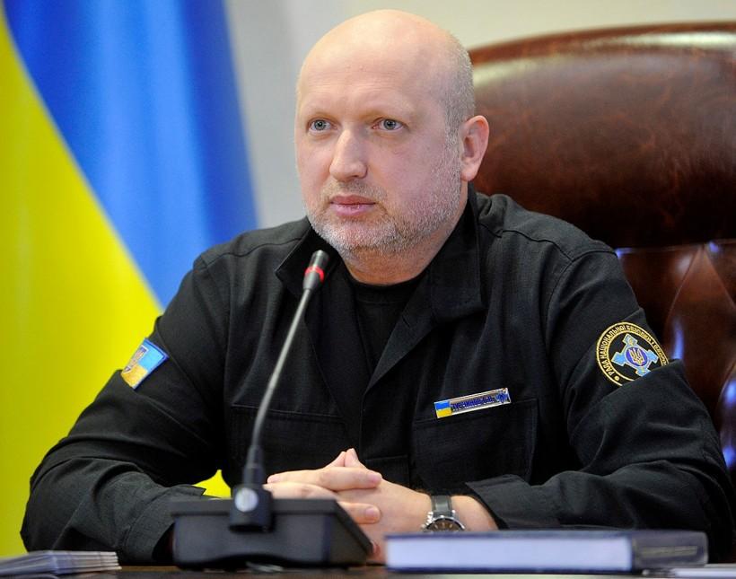 Турчинов продемонстрировал возможности Главного ситуационного центра Укр...