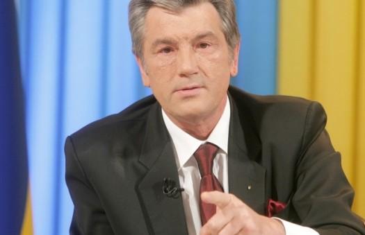 Ющенко призвал становиться возле него локоть к локтю