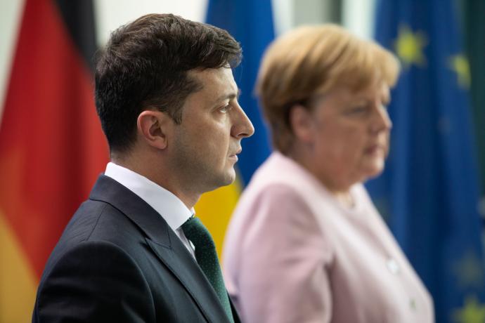 """Зеленский и Меркель поговорили по телефону о Донбассе и """"нормандском фор..."""