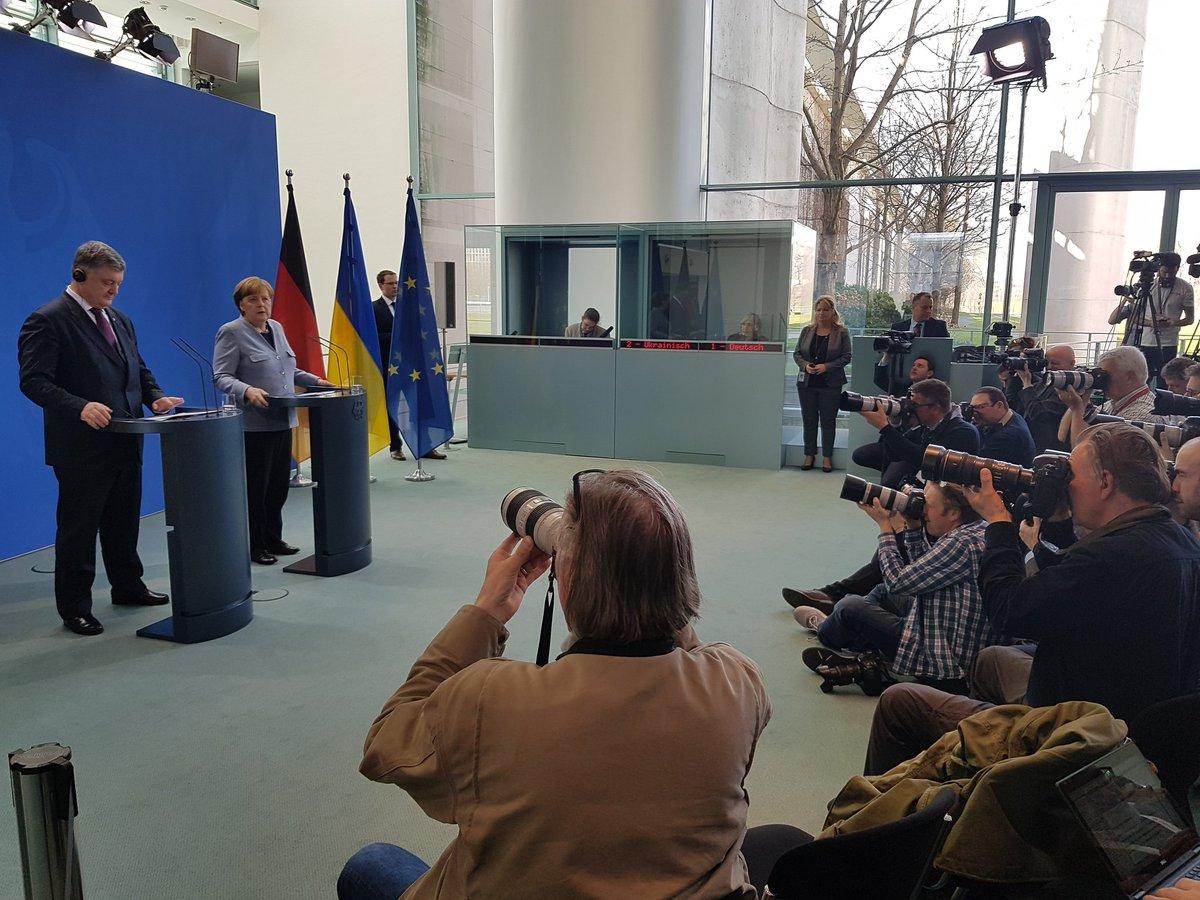 Меркель, Макрон и Порошенко могут встретиться в мае