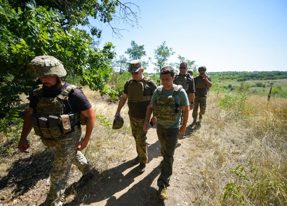 Стало известно, что Зеленский делал два дня на Донбассе