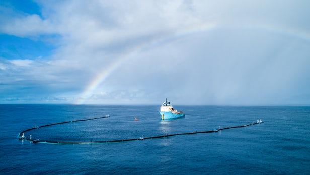 В океан возвращается экспериментальная система по сбору пластика