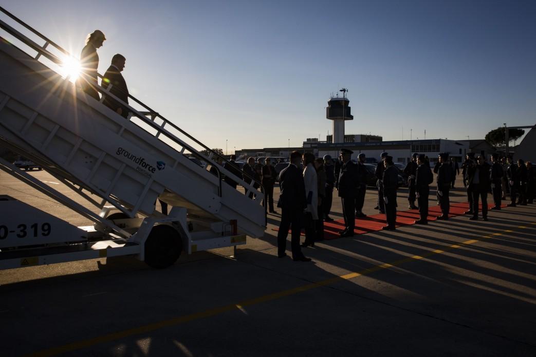 Порошенко прилетел в Португалию