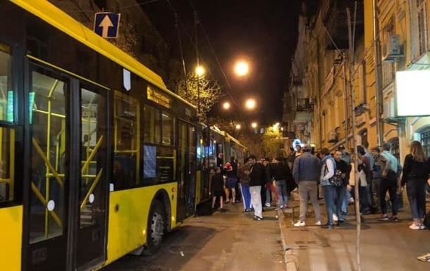 В Киеве в троллейбусе произошла поножовщина, есть пострадавшие