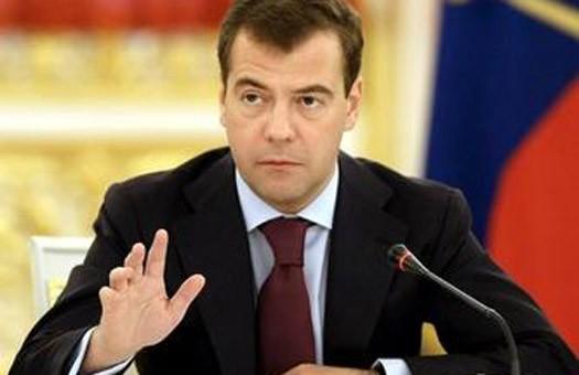 Медведев предлагает ввести обязательную проверку учащихся на наркотики