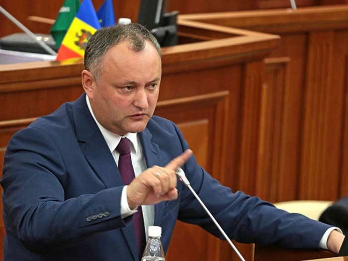 Президент Молдовы Игорь Додон заявил, что отменил указ о роспуске парлам...