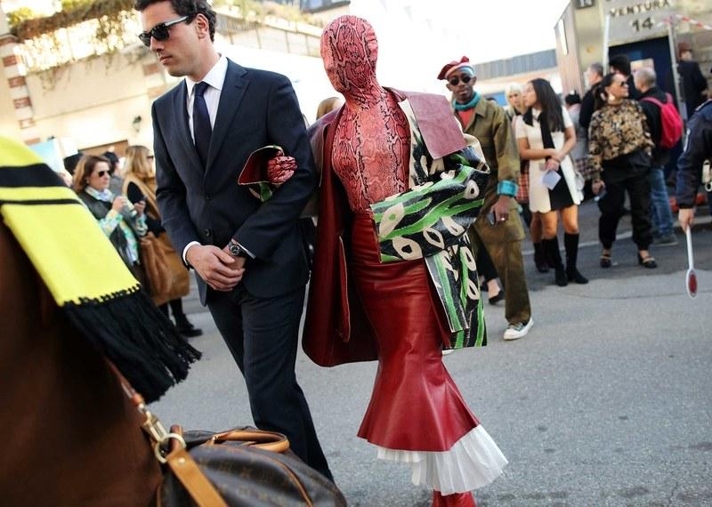 Маски, босоножки и огромные сумки: самые яркие street style образы с Нед...
