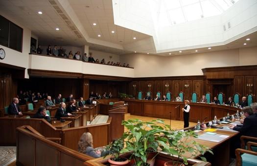 Закон о новой минимальной зарплате попал в Конституционный суд