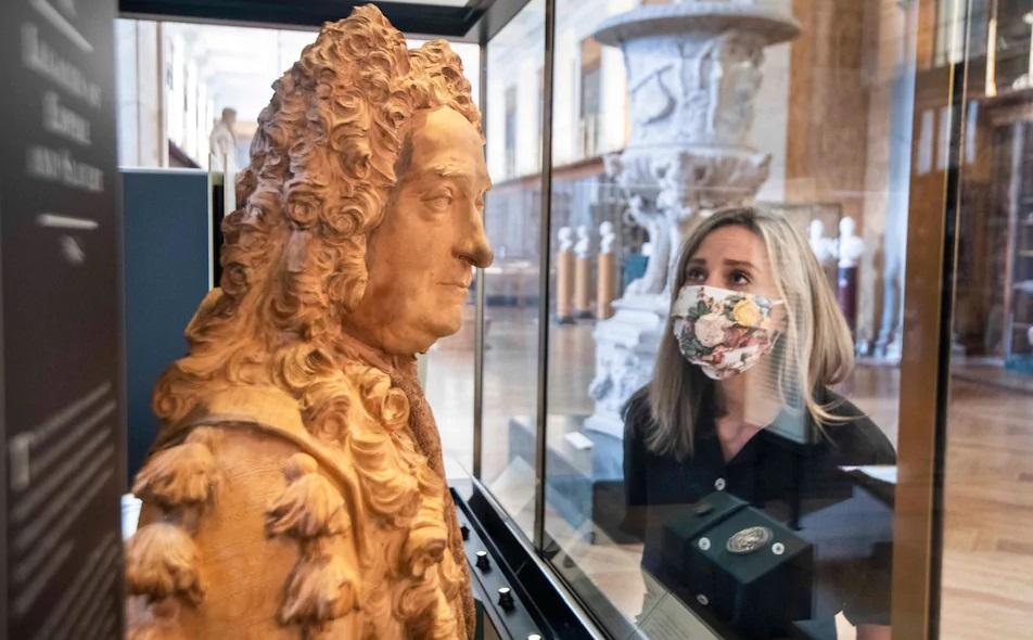 Бюст основателя Британского музея убрали из-за его рабовладельческого пр...
