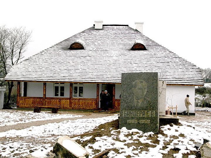 Музей Степана Бандеры взорвали на Прикарпатье