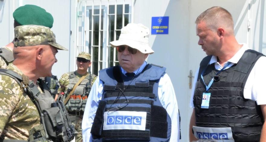 Координатору ОБСЕ боевики в Луганске не позволили встретиться с тремя за...