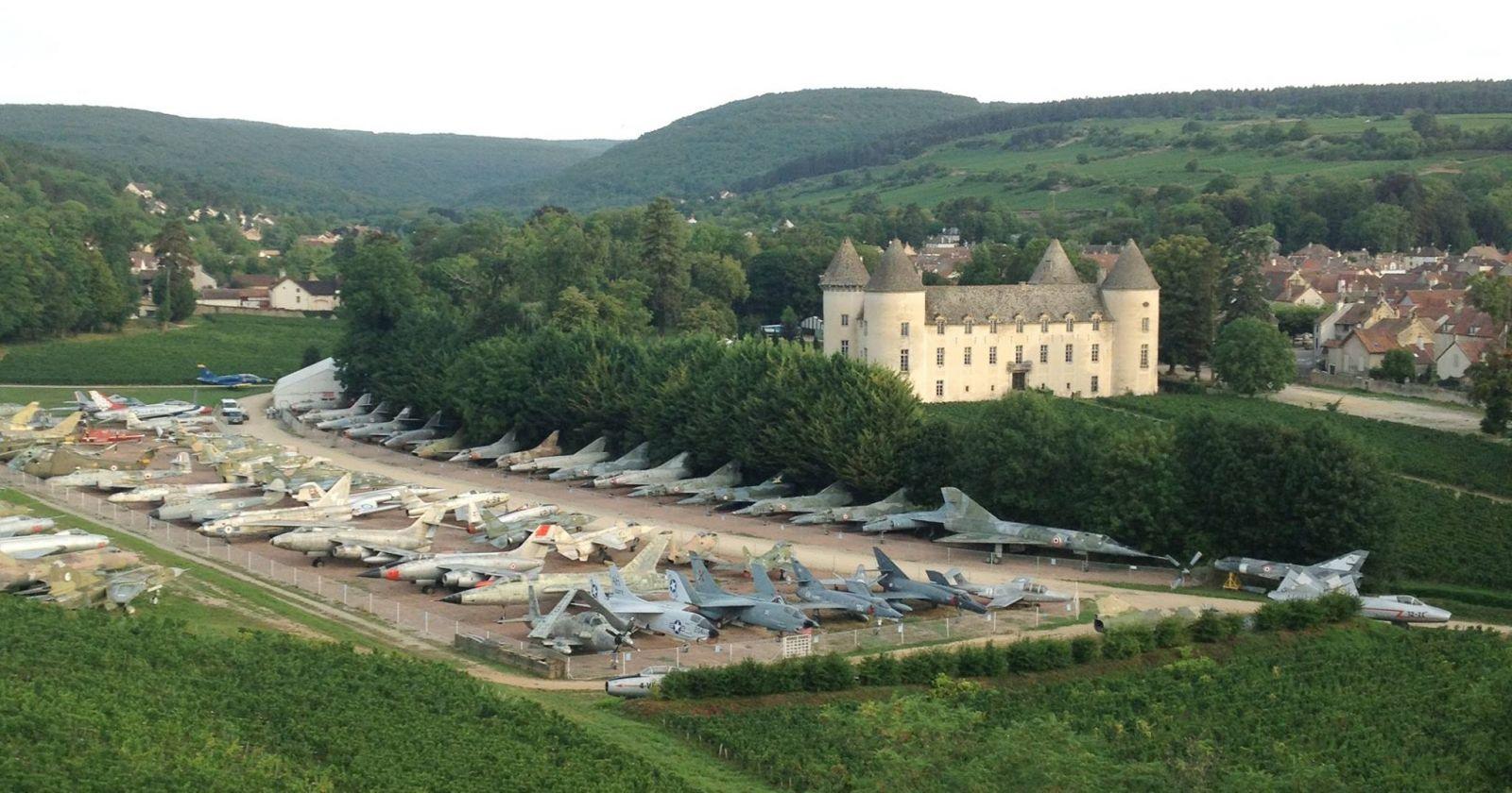 Французский миллионер собрал самую большую в мире частную коллекцию воен...